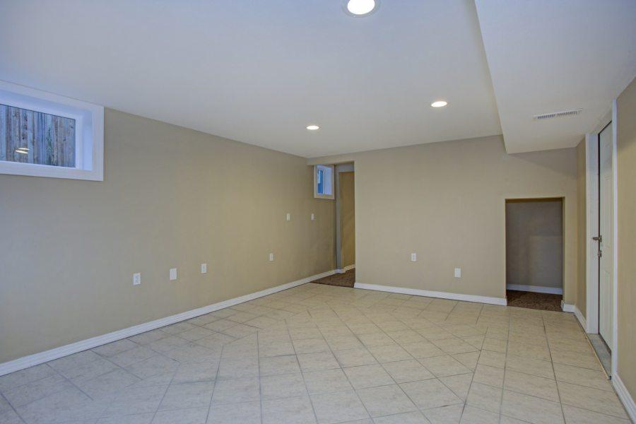 Empty room, sand beige walls, tiled floor in a luxury home.
